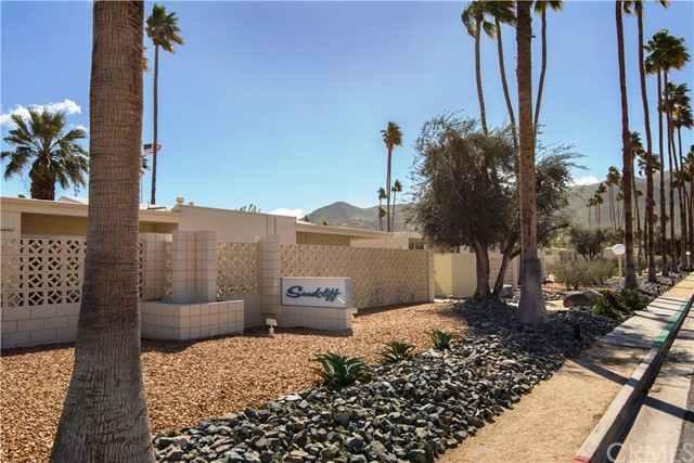 1840 Sandcliff Road, Palm Springs CA: http://media.crmls.org/medias/0afea2e9-ce77-4391-971f-679c6ef1d23a.jpg