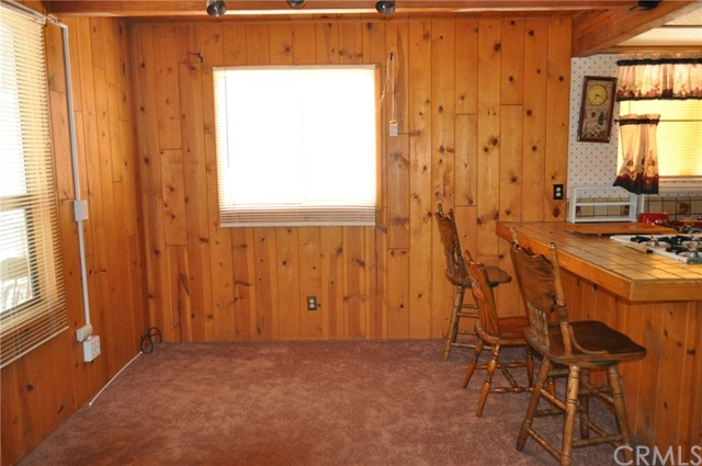 39925 Deer Lane, Big Bear CA: http://media.crmls.org/medias/0b160e73-fb13-4c57-9748-bbbd6dcdc573.jpg