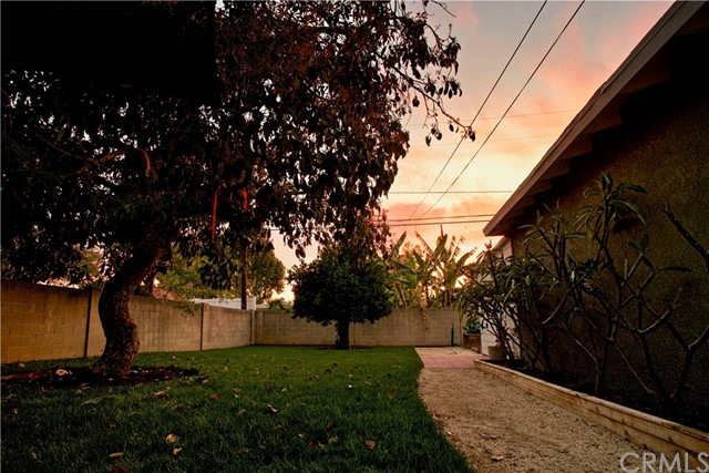2106 Valencia Street, Santa Ana CA: http://media.crmls.org/medias/0b1b04e8-ab9e-4845-a57d-d1df2db5fda2.jpg