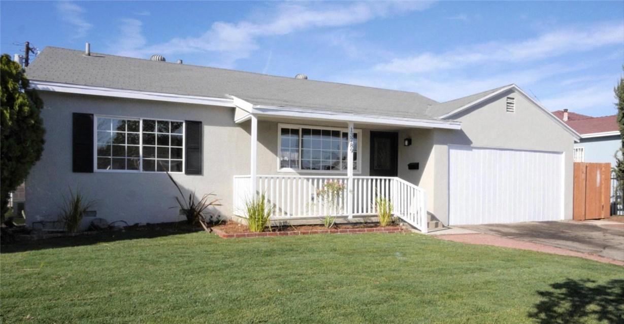 独户住宅 为 销售 在 13789 Montague Street 13789 Montague Street Arleta, 加利福尼亚州 91331 美国