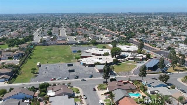 9961 Bond Circle, Huntington Beach CA: http://media.crmls.org/medias/0b337b8c-1e8b-4251-a9c5-a2c5b09e176e.jpg