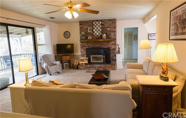43071 Country Club Drive, Oakhurst CA: http://media.crmls.org/medias/0b67f622-fbb8-4693-a018-a003dd966749.jpg