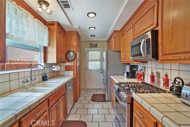 3716 Allred Street, Lakewood CA: http://media.crmls.org/medias/0b6daa42-8904-4de2-99db-17d4209fbd2d.jpg