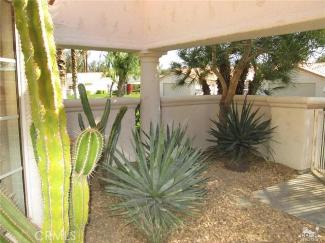 157 Desert Falls Drive, Palm Desert CA: http://media.crmls.org/medias/0b8504cc-11fa-44de-b87f-e2c151956b3e.jpg