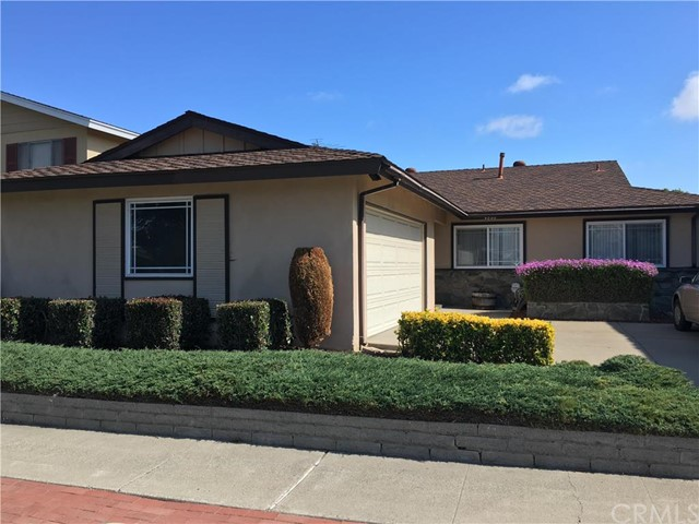 Single Family Home for Rent at 4880 Hazelnut St Seal Beach, California 90740 United States