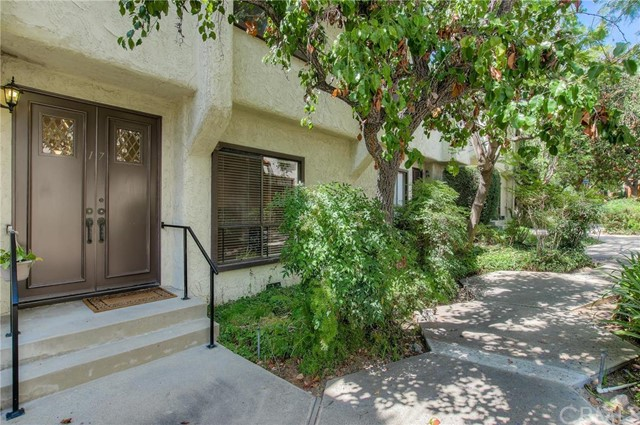 3200 Fairesta Street 17 La Crescenta, CA 91214 is listed for sale as MLS Listing PW16199964