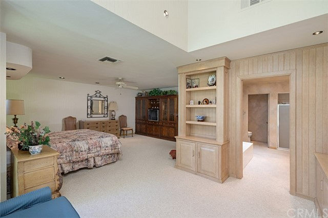 42 Lafayette Drive, Rancho Mirage CA: http://media.crmls.org/medias/0b95e0d4-8548-4d2d-803e-61fb369d06c5.jpg