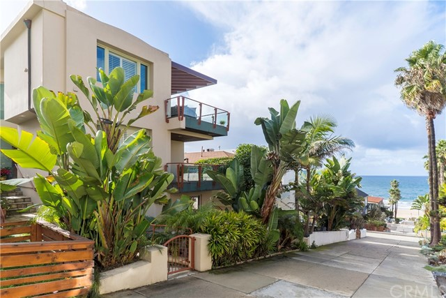 Single Family Home for Sale at 224 29th Street 224 29th Street Manhattan Beach, California 90266 United States
