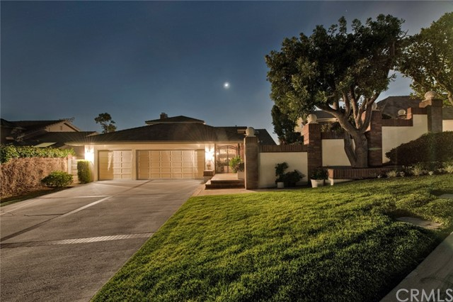 5509 E Crest de Ville Avenue, Orange, California
