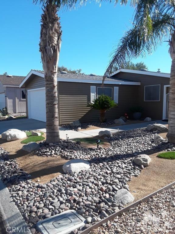 15300 Palm Drive, Desert Hot Springs CA: http://media.crmls.org/medias/0c00389d-c45b-4a54-a121-f534622d1ff5.jpg