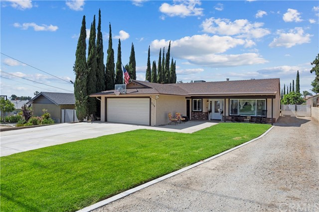 219 8th street, Norco CA: http://media.crmls.org/medias/0c025485-2516-4665-81a2-3b43f2e2164a.jpg