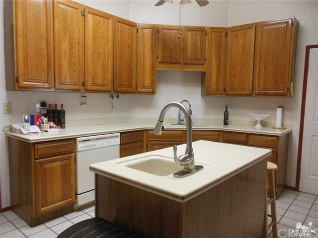 30480 Travis Ave, Cathedral City CA: http://media.crmls.org/medias/0c02af59-2b77-4e8b-ba3b-9752a68242c1.jpg