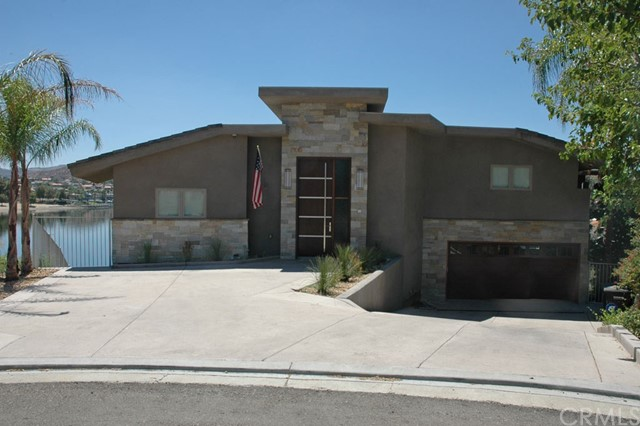 Casa Unifamiliar por un Venta en 29743 Buggywhip Court Canyon Lake, California 92587 Estados Unidos