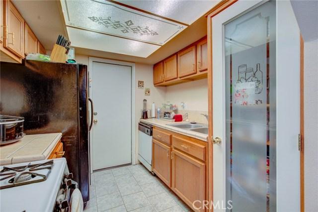 13715 Cerise Avenue, Hawthorne CA: http://media.crmls.org/medias/0c1af8b8-d133-4a4f-a50b-394236ed2fdc.jpg