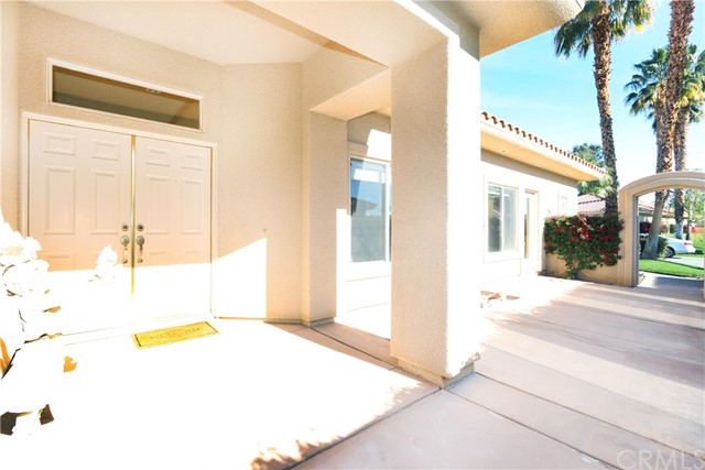 120 Kavenish Drive, Rancho Mirage CA: http://media.crmls.org/medias/0c5711b6-15ff-4889-9ce6-d1be0aa29cfd.jpg