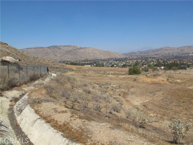 11275 Eagle Rock Road, Moreno Valley CA: http://media.crmls.org/medias/0c5d1824-42df-41a8-90eb-4726fc89907a.jpg