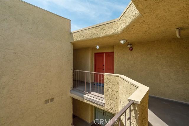444 Piedmont Avenue, Glendale CA: http://media.crmls.org/medias/0c62dd41-53d0-401c-b6ac-f66e04f99648.jpg