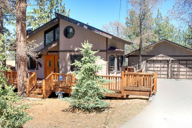 Single Family Home for Sale at 843 Maple Sugarloaf, California 92386 United States