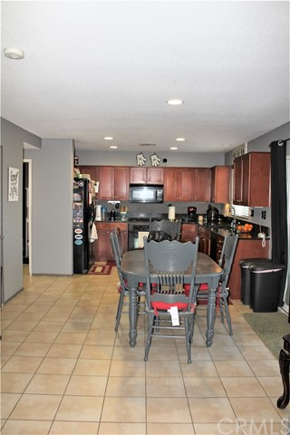 16045 White Mountain Place, Victorville CA: http://media.crmls.org/medias/0c75a195-f3ab-4dfa-ae75-ba52dc20cc1c.jpg