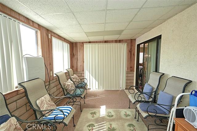 13330 Palos Grande Drive, Victorville CA: http://media.crmls.org/medias/0c862666-0852-4726-9deb-8e29ab21a234.jpg