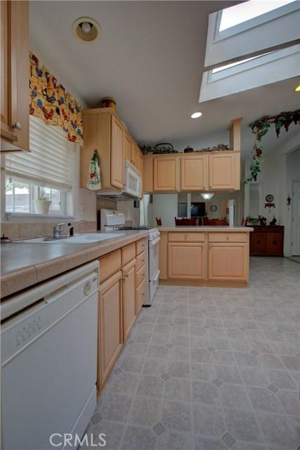 7340 Carmellia Avenue, Dos Palos CA: http://media.crmls.org/medias/0cb25e5c-a45a-49b4-b75b-d76f59f04e36.jpg
