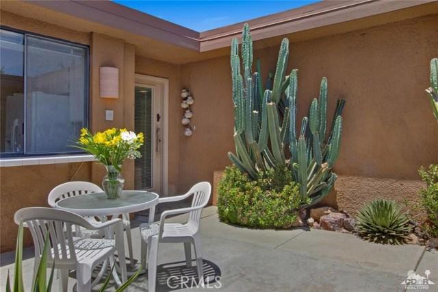21 La Cerra Drive, Rancho Mirage CA: http://media.crmls.org/medias/0cc95ab5-c906-429d-8796-f25c72db4e14.jpg