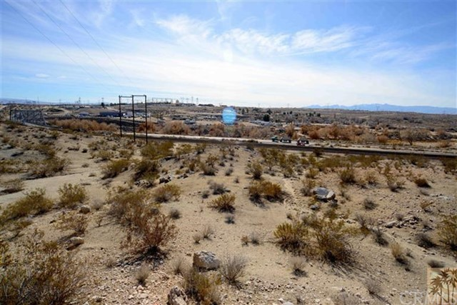 17535 National Trails Highway, Victorville CA: http://media.crmls.org/medias/0ceb0897-918e-447b-b908-58e8f058b4b9.jpg