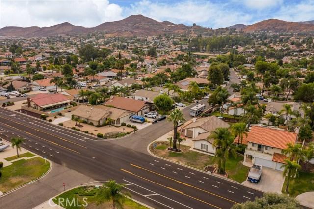 23281 Canyon Lake N Drive, Canyon Lake CA: http://media.crmls.org/medias/0cebdf35-5915-4053-9cb8-64af9bef0f7e.jpg