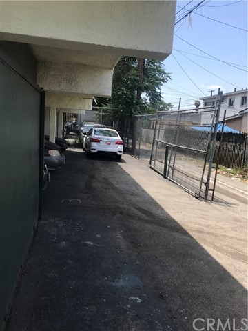 333 E 80th Street, Los Angeles CA: http://media.crmls.org/medias/0d21d03b-2a9d-4125-a5b0-937cd2e1882e.jpg