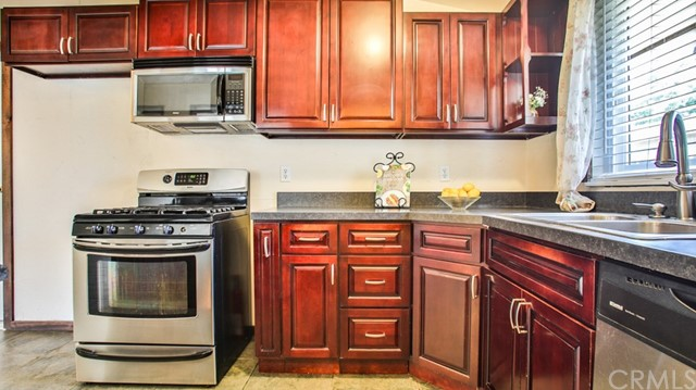 8944 Haskell Street, Riverside CA: http://media.crmls.org/medias/0d2c96da-5bd2-46a3-bdf4-cba68f9bfc77.jpg