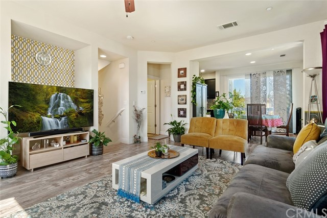 Detail Gallery Image 1 of 35 For 908 Arietta Dr, Mountain View,  CA 94043 - 3 Beds | 2/1 Baths