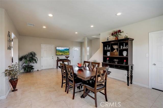440 W Randall Avenue, Rialto CA: http://media.crmls.org/medias/0d31916b-c7c2-4c17-a677-a35f7c28455e.jpg