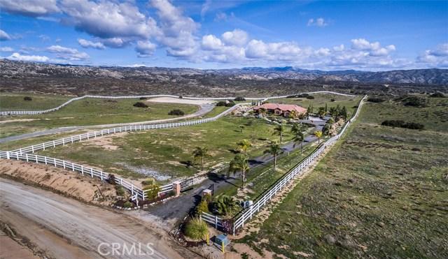 Casa Unifamiliar por un Venta en 41820 Jojoba Hills Circle Aguanga, California 92536 Estados Unidos