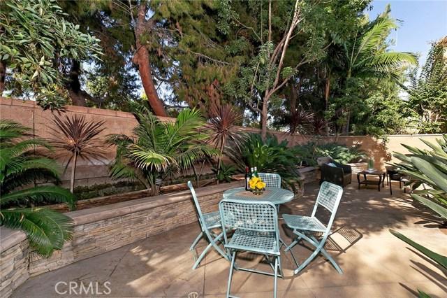 40 Secret Garden, Irvine CA: http://media.crmls.org/medias/0d8ae578-6354-444e-9c5d-7f9a3b3b66ad.jpg