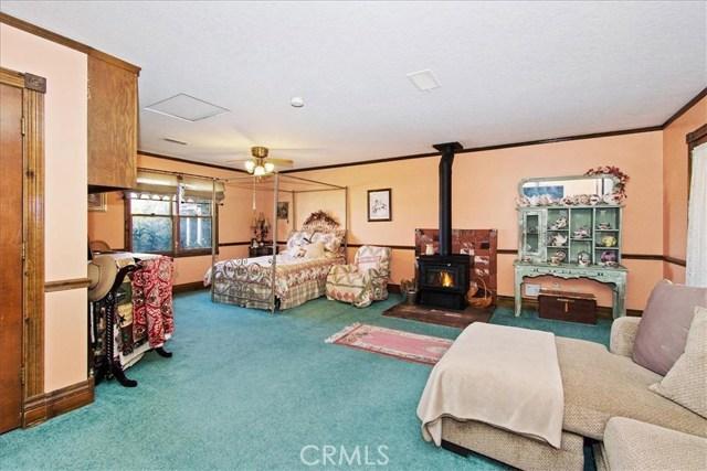 8804 Arrowhead Lake Road, Hesperia CA: http://media.crmls.org/medias/0d9d0851-f022-4bca-956a-62c6ce9d9c9d.jpg