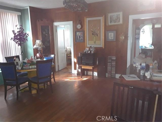 216 N Olive Avenue, Rialto CA: http://media.crmls.org/medias/0da96fab-4a0b-4028-82ba-04a49794fdcb.jpg