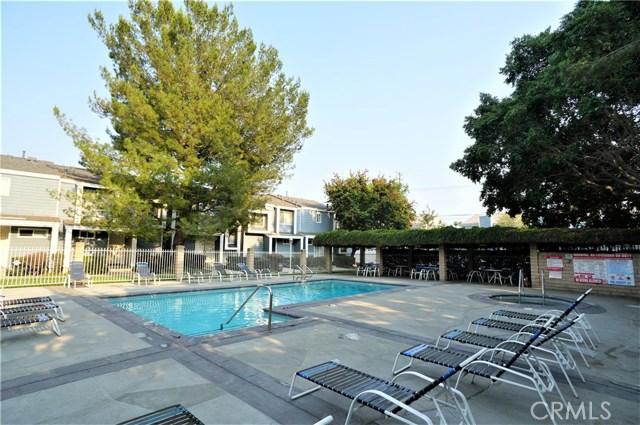 15735 Nordhoff Street, North Hills CA: http://media.crmls.org/medias/0db37078-79ee-4b77-8f84-a4571d9d39f7.jpg