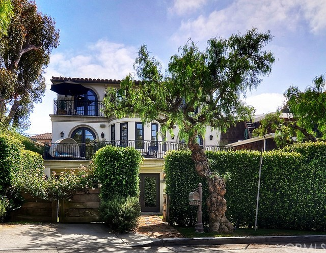 Single Family Home for Sale at 2215 Waterfront Drive Corona Del Mar, California 92625 United States