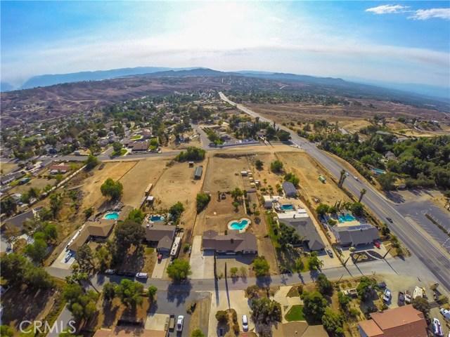 16415 Holcomb Way, Riverside CA: http://media.crmls.org/medias/0dba4794-ad8c-472f-a80c-20c2c510e576.jpg