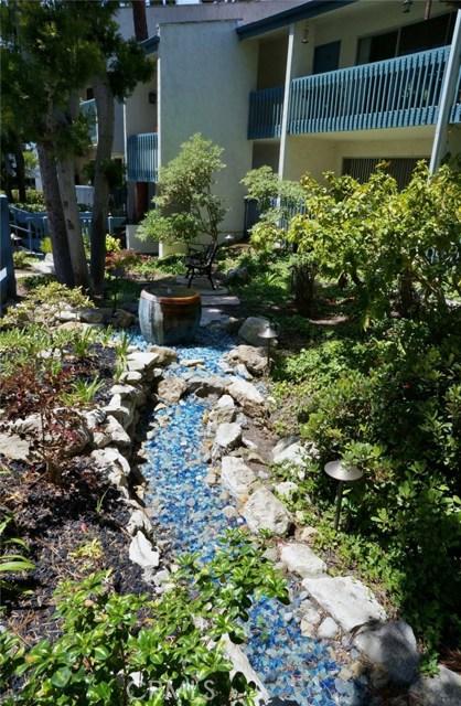 603 S Prospect Avenue, Redondo Beach CA: http://media.crmls.org/medias/0def5440-9b55-4fea-b9ae-ad22b26c13d7.jpg