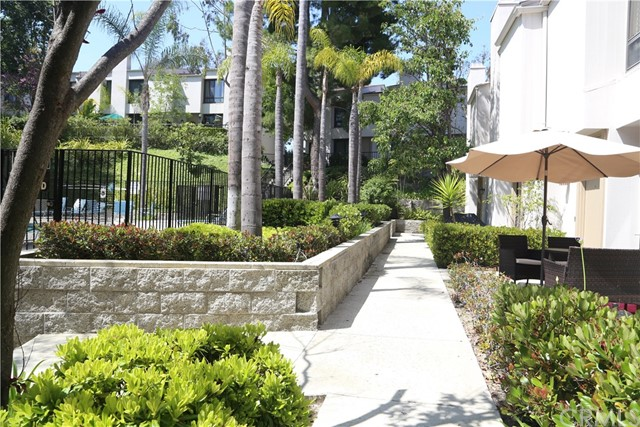 3621 W Hidden Lane, Rolling Hills Estates CA: http://media.crmls.org/medias/0df5c954-046a-4969-a94d-bc9f643b161f.jpg