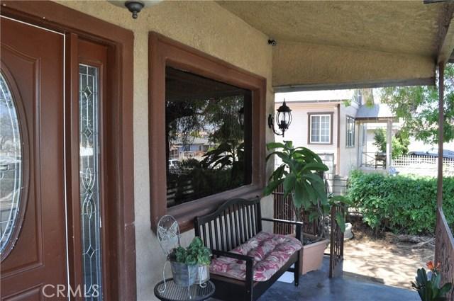 814 E Graves Avenue, Monterey Park CA: http://media.crmls.org/medias/0e194cce-b5e7-43f1-9e51-6531fc33080e.jpg