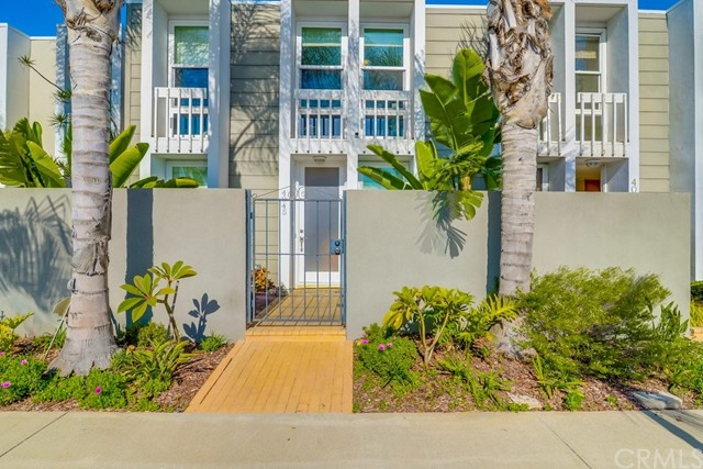 4045  Warner Avenue, Huntington Harbor, California