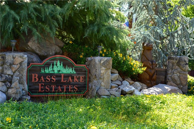 53890 Dogwood Creek Drive, Bass Lake CA: http://media.crmls.org/medias/0e3c03f1-9cea-417e-b062-8eeb450753cf.jpg