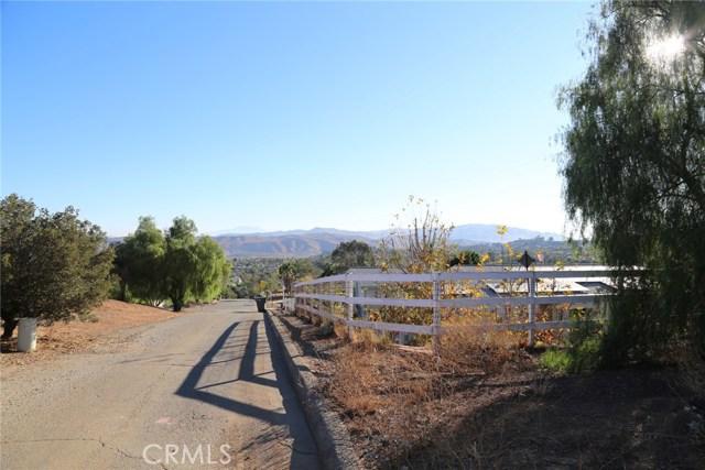 1709 Galloway Lane, Corona CA: http://media.crmls.org/medias/0e461476-0ea0-4cf5-8a39-36f4f5803522.jpg