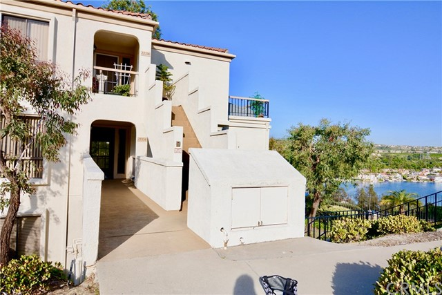 22334 Valdemosa 32 Mission Viejo, CA 92692 is listed for sale as MLS Listing OC17108328