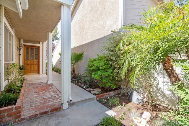 915 S Ridgecrest Circle, Anaheim Hills CA: http://media.crmls.org/medias/0e4d0502-0d3d-475e-8299-e1487538dbd9.jpg
