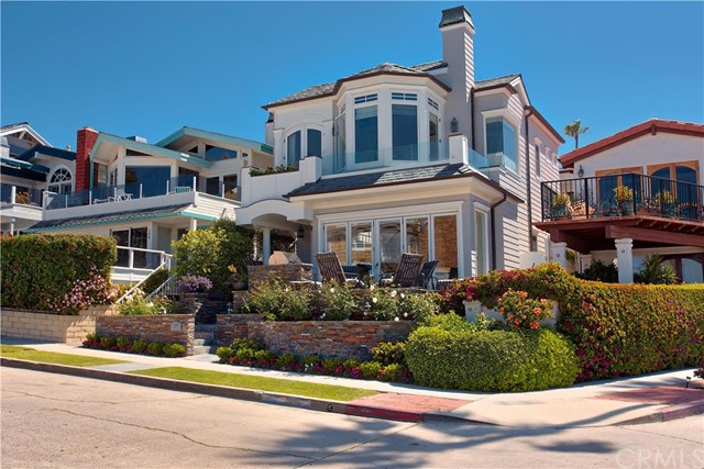 Single Family Home for Rent at 200 Fernleaf St Corona Del Mar, California 92625 United States