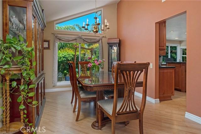 22112 Comanche Road, Lake Forest CA: http://media.crmls.org/medias/0e6d498f-3765-43dc-b553-4d6b41c40755.jpg