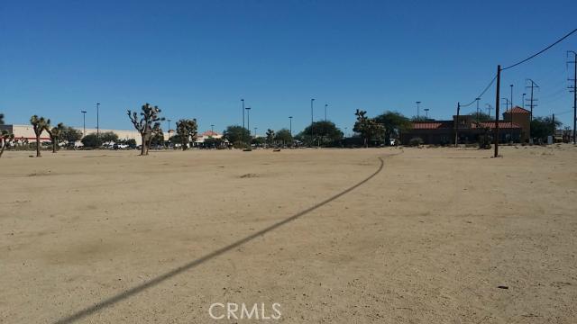 57794 Twentynine Palms, Yucca Valley CA: http://media.crmls.org/medias/0e7840df-76ae-4f19-a0a4-c32b8fddc3e9.jpg